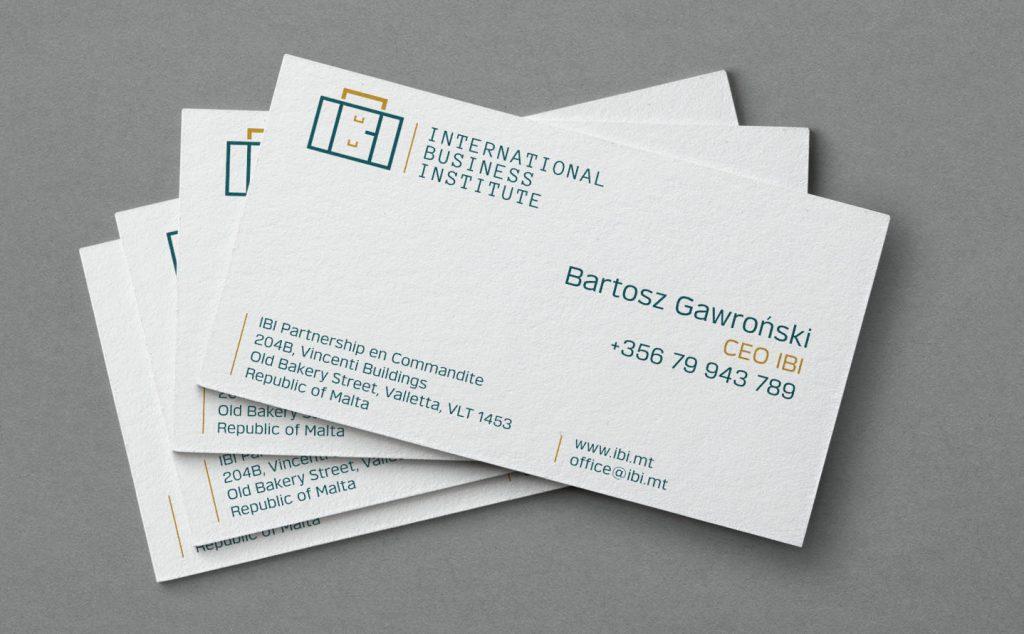 Przykład wizytówki z eleganckim logo International Business Institute