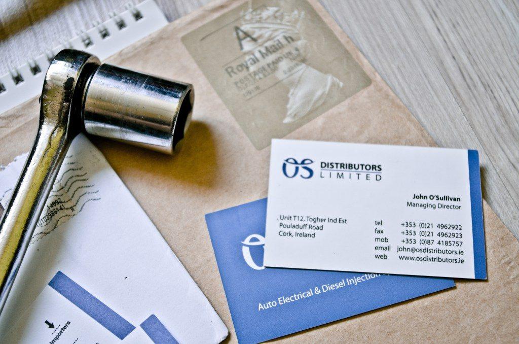 Wizytówki - element identyfikacji wizualnej firmy OS Distributors.
