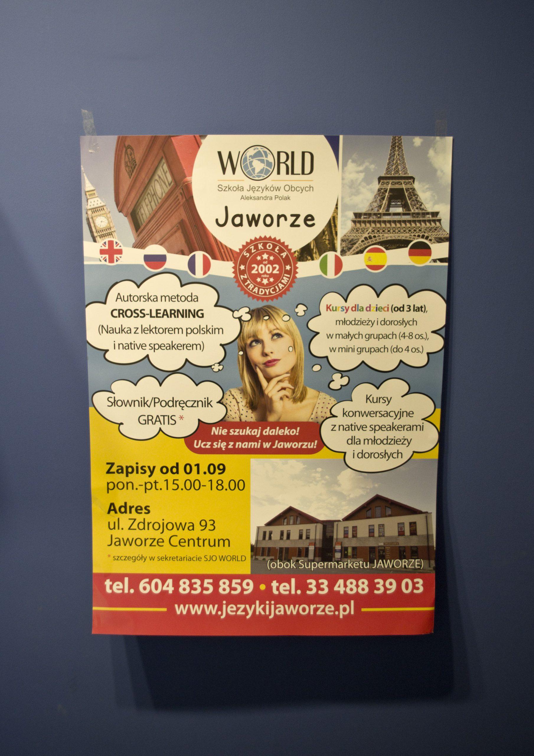 """Projekt wydrukowanego plakatu Szkoły Języków Obcych """"World"""" w Jaworzu"""